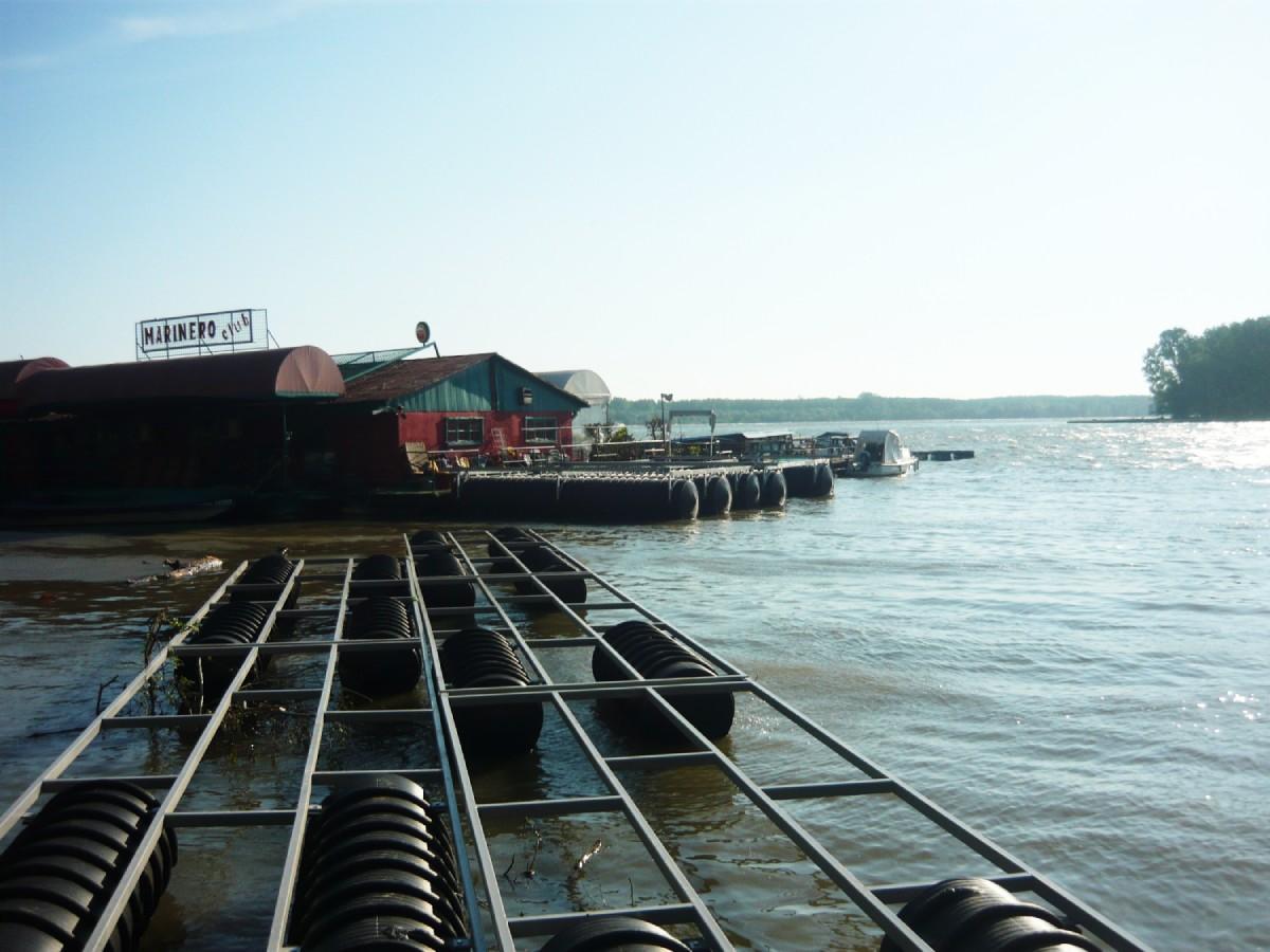 cevi za plastične pontone na reci
