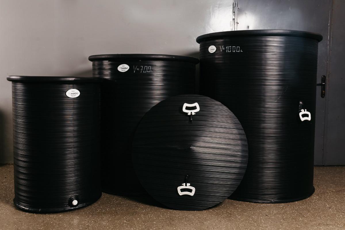 4 crne plastične kace